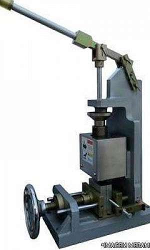 Mini injetora de plástico vertical